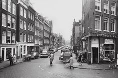 1968. The Willemsstraat in Amsterdam at the end of the 1960s. Discohoek sold TVs and LPs, but also rented 16 mm movies. A precursor to the video store. #amsterdam #1968 #Willemsstraat