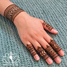 Beautiful and Easy Mehndi Designs For Eid You Must Try - Tikli Henna Tattoo Designs Simple, Basic Mehndi Designs, Back Hand Mehndi Designs, Mehndi Designs For Girls, Mehndi Designs For Beginners, Mehndi Designs For Fingers, Latest Mehndi Designs, Mehndi Designs For Hands, Easy Simple Mehndi Designs