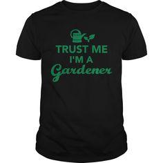 trust me im a gardener - Mens T-Shirt