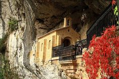 Capilla de la Santa Cueva de Covadonga (Cangas de Onis) Asturias,España