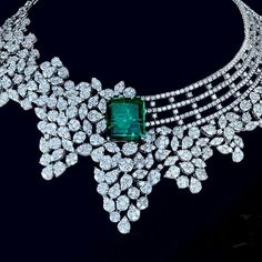 Luxury jewellery manufacturer. Necklace and earing set. Alloy metal Big emrled stons and crystals diamond, prong sating. Wholesale prices  labonoart@gmail.com (Mumbai india)