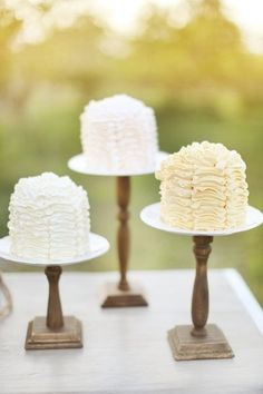 frosting look?  am I that capable? Shabby Chic Vintage Ivory Fall Garden Multi-shape Round Spring Summer Vineyard Wedding Cakes Photos & Pictures - WeddingWire.com