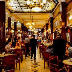 Cafe Tortoni, Buenos Aires. Un lugar espectacular, sentís como si te hubieras trasladado al siglo pasado.