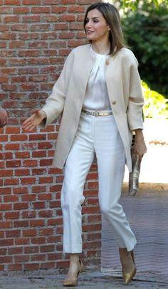 Queen Letizia. Massimo Dutti ivory cocoon coat, Hugo Boss white top and trousers, Uterqüe gold pumps, Adolfo Dominguez tie-dye hand bag,
