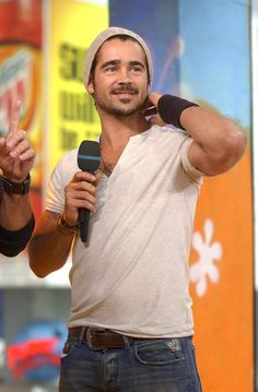 Pin for Later: The Ultimate TRL Time Machine  Colin Farrell sported a beanie for his 2003 TRL appearance.