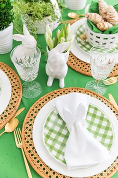 Green Easter Brunch Tablescape #Easter #Brunch #Tablescape