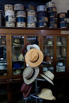 Vivir en Valparaíso: Sombrerería del Dr. Woronoff, Valparaíso www.identidadyfuturo.cl @TeAmoValpo