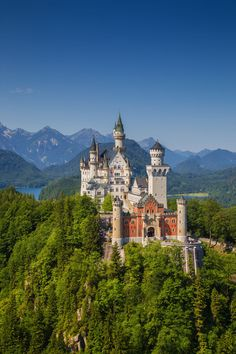 14 Best Castles In Europe To Visit - Hand Luggage Only - Travel, Food & Photography Blog Castles To Visit, Spanish Towns, Visit Uk, Castles In England, Fairytale Castle, Beautiful Castles, Travel Planner, Best Cities, Spain Travel