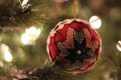 How to make homemade quilted Christmas ornaments - no sewing required. These beautiful ornaments make wonderful gifts for friends and family.
