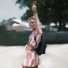 50 summer concert outfit ideas to plan for the festivals! Fashion For Petite Women, Womens Fashion For Work, Rock Chic, Ootd Fashion, Fashion Outfits, Fashion Trends, Fashion Killa, Coachella, Festivals