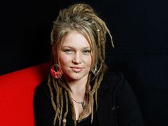 Google Image Result for http://img2.timeinc.net/ew/dynamic/imgs/100526/Crystal-Bowersox-finale_320.jpg