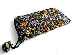 Noční květinová louka Ručně vyšívaná korálková peněženka, vejde se toho do ní opravdu požehnaně, má úložný prostor na bankovky, mince, bankovní karty, karty od trezorů, apod. Rozměr 20 x 11. Sunglasses Case, Nostalgia, Bags, Fashion, Handbags, Moda, Fashion Styles, Fashion Illustrations, Bag