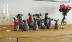 Moski: My mother made these cute mice - Mammas julemus Christmas Craft Projects, Cute Mouse, Wood Creations, Mice, Make You Smile, Crafts To Make, Henna, Whimsical, Make It Yourself