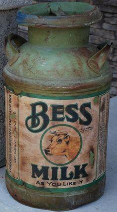 Huge Heavy Primitive Bess Brown Cow Old Green container. Vintage Milk Can, Vintage Tins, Vintage Antiques, Country Farm, Country Primitive, Country Decor, Country Living, Country Life, Painted Milk Cans