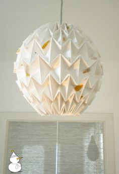 really sweet hanging pendant origami lamps at Snowpuppe