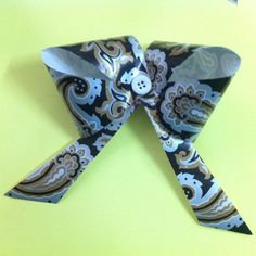DIY Paper Bow Gift Topper - Createsie