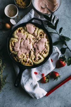 Healthy Breakfast Ideas Easy To Make : Strawberry rhubarb cinnamon rolls filled with fresh strawberries and rhubarb and. Vegan Cinnamon Rolls, Healthy Breakfast Recipes, Healthy Breakfasts, Vegan Breakfast, Breakfast Ideas, Healthy Recipes, Sweet Tooth, Brunch, Strawberry