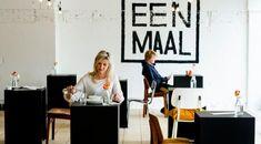 Eenmaal! Goed nieuws voor mensen die het heerlijk vinden om alleen te tafelen: vandaag opent in Amsterdam het eerste eenpersoonsrestaurant ter wereld. Of het restaurant een succes wordt is de vraag, want in je eentje uit eten gaan: wie durft dat nou? #restaurant #eenmaal