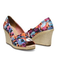 Take a look at this Orange & Blue Oahu Wedge - Women by TOMS Women & Men on today! Shoes Too Big, Crazy Shoes, New Shoes, Nordstrom Shoes, Strappy Wedges, Children In Need, Painted Shoes, Cheap Shoes, Summer Shoes