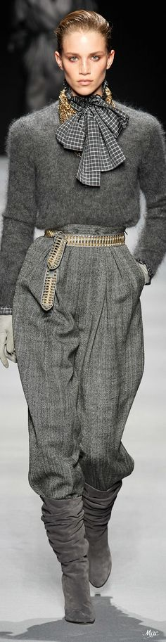 Alberta Ferretti Fall 2020 Fashion Show inspirations winter 2020 Alberta Ferretti Fall 2020 Plaid Fashion, Grey Fashion, Work Fashion, Fashion 2020, High Fashion, Fashion Show, Fashion Outfits, Womens Fashion, Fashion Design