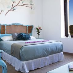 Blues, creams, sea colours, this room has a tranquil feel.
