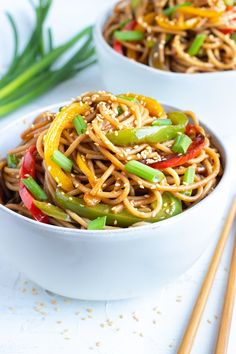 asian recipes Sesame Noodles are tossed in a healthy Asian sesame sauce full of garlic, ginger, sesame oil, and Tamari and then loaded with bell peppers. This easy gluten-free dinner recipe can be ready and on the table in under 30 minutes! Gluten Free Recipes For Dinner, Healthy Dinner Recipes, Vegetarian Recipes, Cooking Recipes, Healthy Asian Recipes, Korean Recipes, Enjoy Your Meal, Plat Simple, Easy Meals