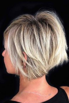 bob hairstyles for fine hair Short Crisp Bronde Bob Cut Items such as arti Popular Short Haircuts, Short Shag Haircuts, Haircuts For Fine Hair, Haircut Short, Short Choppy Bobs, Layered Bob Short, Blonde Balayage Bob, Blonde Bobs, Balayage Straight