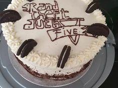 Plăcinte simple cu iaurt și bicarbonat, rețetă de Camelia Fechete - Rețete Cookpad Oreo, Biscuit, Birthday Cake, Desserts, Food, Birthday, Tailgate Desserts, Deserts, Birthday Cakes