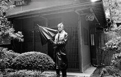 In mostra alla galleria ONO arte contemporanea gli scatti del maestro della fotografia giapponese che per più di quarant'anni ha immortalato e ispirato David Bowie. La mostra è patrocinata dalla Scuola di Lingue e Letterature, Traduzione e Interpretazione dell'Università di Bologna