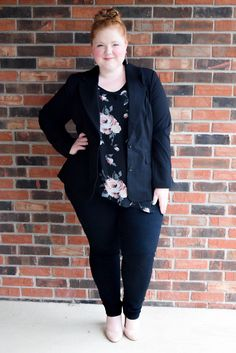 6a2c9e48461 Styling a Blazer and Pencil Skirt for a Week of Outfits. Corporate Fashion  Plus SizePlus ...