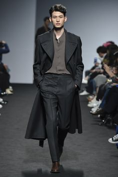 Kim Seo Ryong Seoul Fall 2016 Fashion Show --- Another Jared Leto moment here. But can be a Zayn Malik and Neil Patrick Harris look as well.