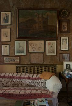 print wall, gallery wall, historic home gallery wall English Interior, Bohemian Interior, Vintage Interiors, Sofa Covers, Interiores Design, Great Rooms, Decoration, Wall Prints, Living Spaces