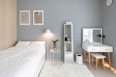 6 creative tips on how to make a small bedroom look larger 33 Room Ideas Bedroom, Small Room Bedroom, Home Decor Bedroom, Home Room Design, Small Room Design, Interior Design Living Room, Small Room Interior, Minimalist Room, Aesthetic Bedroom