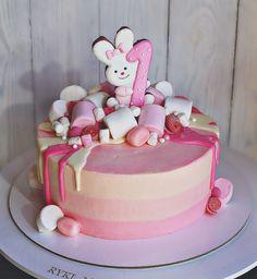 Baby cake 1st Birthday Cakes, Birthday Cookies, Cake Cookies, Cupcake Cakes, Hand Painted Cakes, Doughnut Cake, Easy Cake Decorating, Crazy Cakes, Dessert Decoration