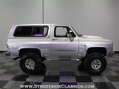 1986 k5 Chevy Blazer  I like this paint job, but not the purple haze. Can't tell if that's lighting or there's actually purple paint. Mine will be white there.