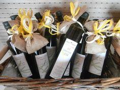 L'olio extravergine di oliva di Podere Lesignano si presta per eleganti regali o bomboniere.