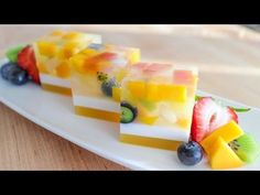 Tropical Fruitcake – Colorful Assortment This Agar Jelly Fruit Cake is not the ordinary fruit cake that you put in the oven. This fruit cake displays the beauty of a variety of fruit pieces in a cl… Jelly Desserts, Jelly Recipes, Asian Desserts, No Bake Desserts, Cake Recipes, Dessert Recipes, Jelly Fruit, Fruit Jelly Recipe, Mango Jelly