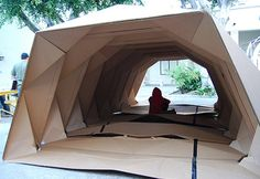 Origami Cardboard Provides Portable 'Homes' For The Homeless Los Angeles-based designer Tina Hovsepian has designed Cardborigami, a temporary, portable shelter for homeless people. Architecture Origami, Temporary Architecture, School Architecture, Interior Architecture, Landscape Architecture, Workshop Architecture, Portable Shelter, Portable House, Folding Structure
