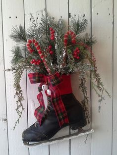 Wreath, Black Ice Skate, Holiday ice Skate, Christmas Decoration, Door decor, wall decor, Rustic Cottage, Log cabin