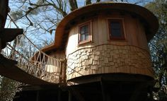 Living the Highlife / Blue Forest Tree Houses, Eco-lodges and Sustainable Buildings Luxury Tree Houses, Cool Tree Houses, Dog Houses, Play Houses, Adult Tree House, Treehouse Living, Make A Family Tree, Tree House Designs, Blue Forest