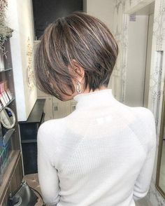 What kind of skin color does chestnut brown suit? – Page… What kind of skin color does chestnut brown suit? – Page 2 – Hairstyle Asian Bob Haircut, Bob Style Haircuts, Bob Hairstyles For Fine Hair, Undercut Hairstyles, Cool Hairstyles, Short Hair With Layers, Short Hair Cuts For Women, Short Hair Styles, Really Short Hair