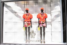 Balance: symmetrical,closed window display Functional props(Mannequins)