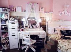 Gabriella Demartino her room :)
