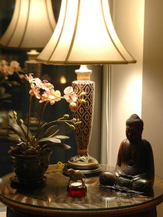 Do not forget to incorporate the natural aspect of Asian style in accessories. Include Asian plants such as orchids and bamboo. The simple and minimalist feel to this style is the perfect background to show off beautiful objects and antiques.