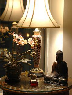 lovely Asian table decor - very serene..