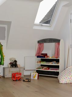 Use VELUX Roof windows to add natural daylight into a home! This beaufitul playroom is a bright open space perfect for kids to play in. Loft Playroom, Loft Room, Playroom Ideas, Wooden Pergola, Wooden Terrace, Diy Pergola, Pergola Ideas, Skylight Design, Kids Bedroom Organization