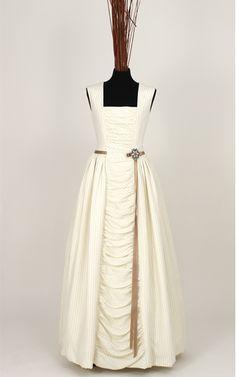 "Wedding dress ""Mª Antonieta"" by Madre Mía del Amor Hermoso #novias #brides www.madre-mia.com #vestidodenovia"
