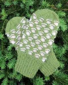 Crochet Side Stitch Have a Yarn - Stitch of the Month - Traditional Newfoundland Honeycomb Mittens - July 2013 Knitted Mittens Pattern, Knitted Gloves, Knitting Socks, Knitting Patterns Free, Free Knitting, Baby Knitting, Free Pattern, Accessories, Loom Knit