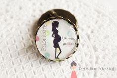 Broche Maman enceinte 2 couleur bronze 25 mm de diamètre : Broche par petit-bout-de-moi