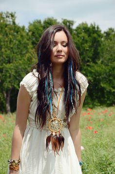 X-Long Junkie Feather Extensions include 6 premium, super long, fatter and thicker feathers than the original Junkie Extensions. They are hand wrapped together at the tip using our custom technique ma